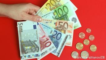 Dlaczego Niemcy płacą prawie za wszystko gotówką? Bo zapewnia im to anonimowość wszelkich transakcji